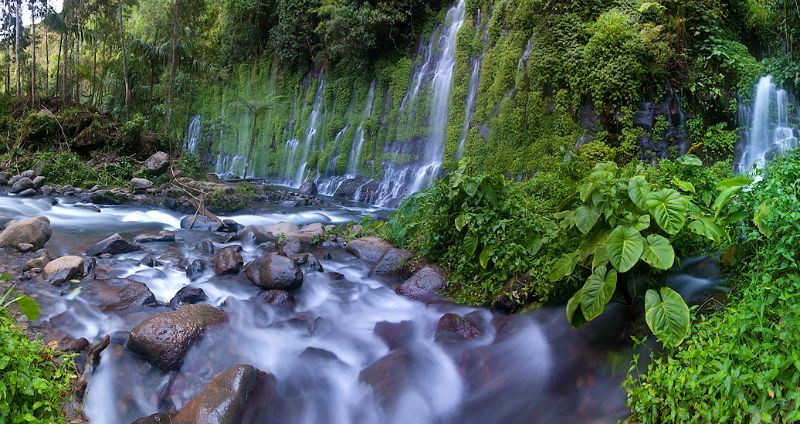 Rock formations make the Asik-asik Waterfalls even more enchanting